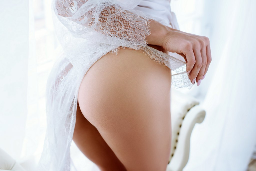 Escort Service Hannover Dame in High Class Unterwäsche
